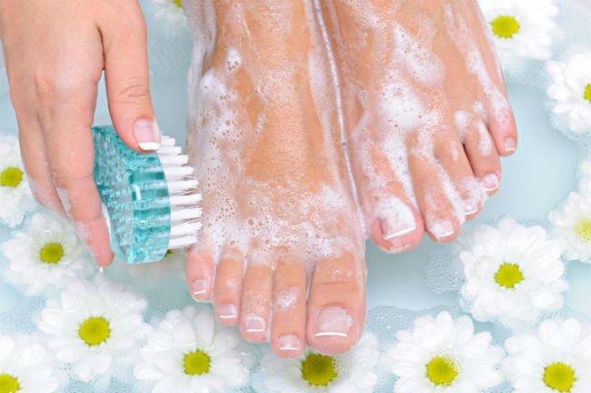 Lavar bem os pés pode acabar com o chulé (Foto: Divulgação)
